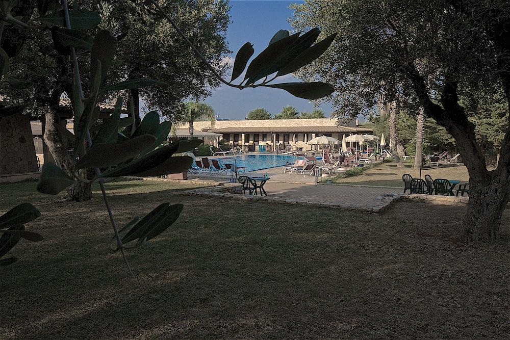 호텔 마세리아 레 파야레(Hotel Masseria Resort Le Pajare) Hotel Image 6 - Pool