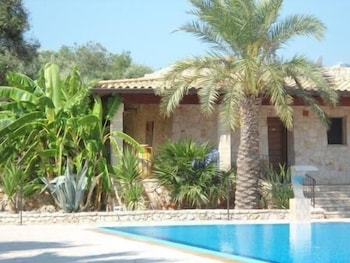 호텔 마세리아 레 파야레(Hotel Masseria Resort Le Pajare) Hotel Image 108 - Outdoor Pool