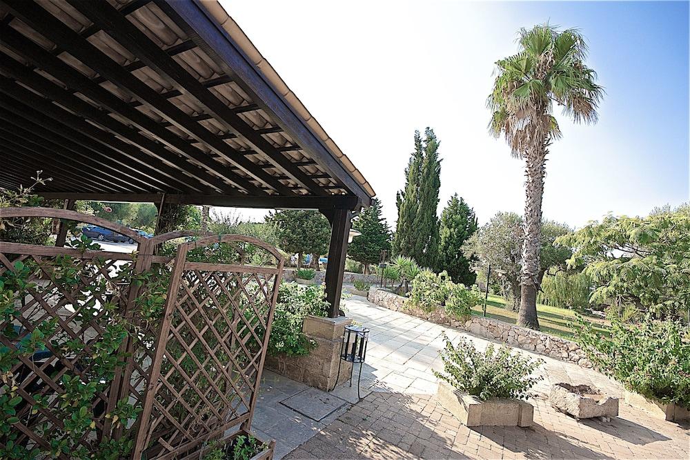 호텔 마세리아 레 파야레(Hotel Masseria Resort Le Pajare) Hotel Image 101 - Interior Entrance