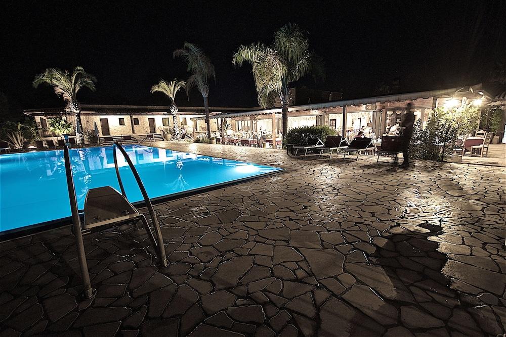호텔 마세리아 레 파야레(Hotel Masseria Resort Le Pajare) Hotel Image 7 - Pool