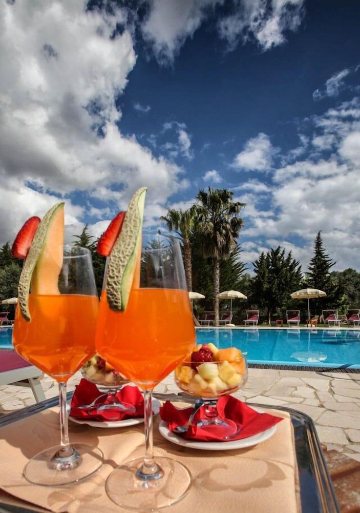 호텔 마세리아 레 파야레(Hotel Masseria Resort Le Pajare) Hotel Image 153 - Outdoor Dining