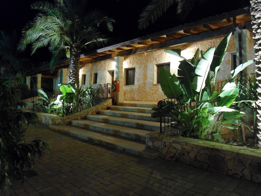 호텔 마세리아 레 파야레(Hotel Masseria Resort Le Pajare) Hotel Image 155 - Terrace/Patio