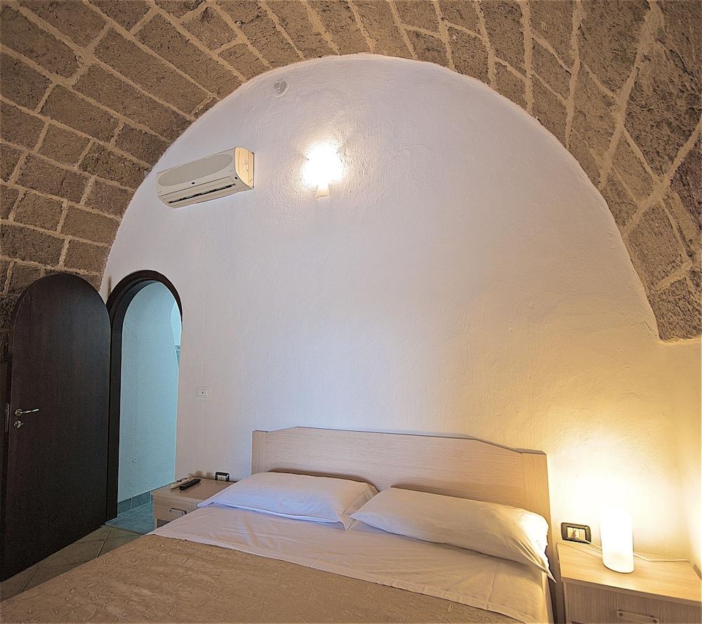 호텔 마세리아 레 파야레(Hotel Masseria Resort Le Pajare) Hotel Image 55 - Guestroom