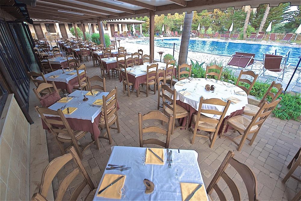 호텔 마세리아 레 파야레(Hotel Masseria Resort Le Pajare) Hotel Image 136 - Food Court