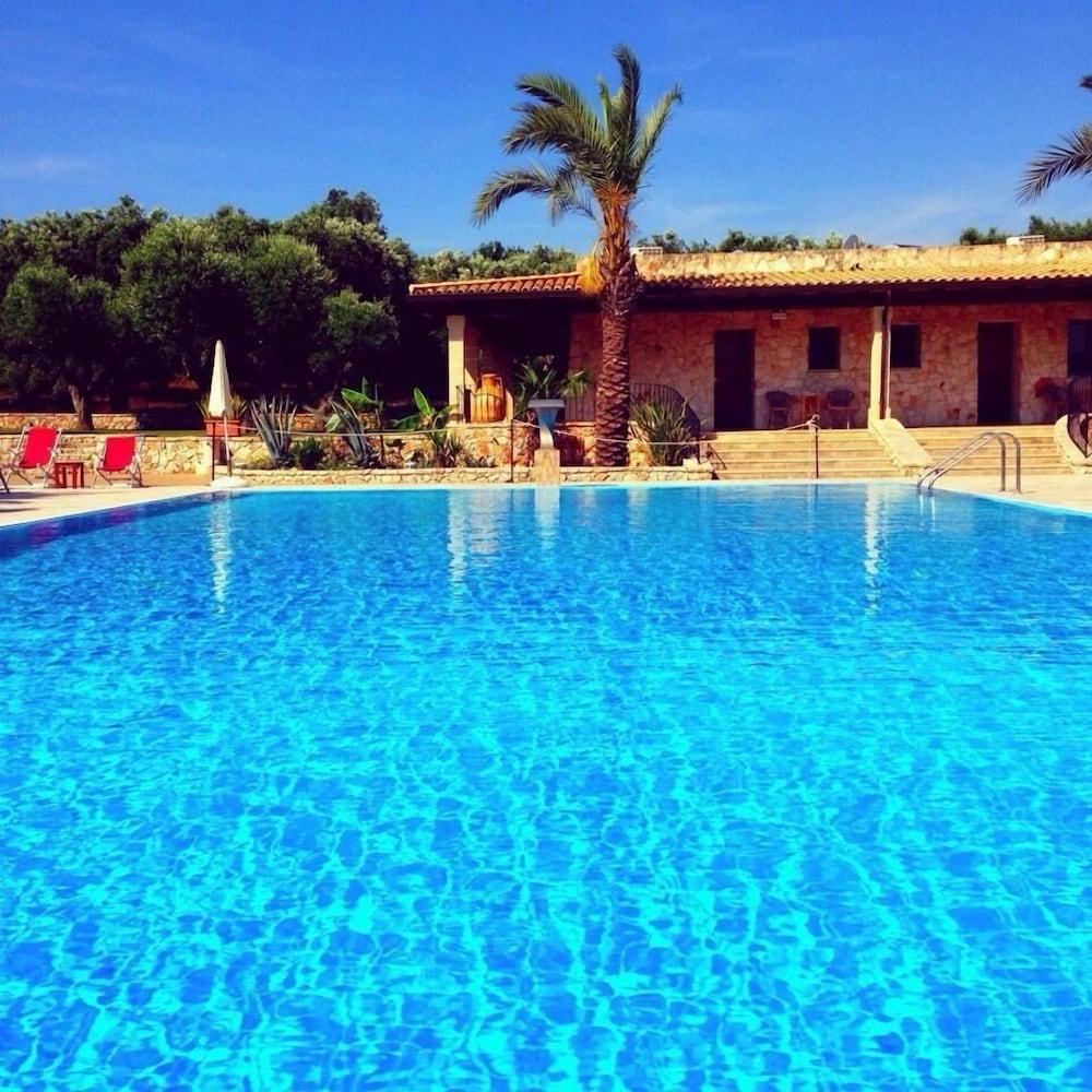 호텔 마세리아 레 파야레(Hotel Masseria Resort Le Pajare) Hotel Image 118 - Rooftop Pool
