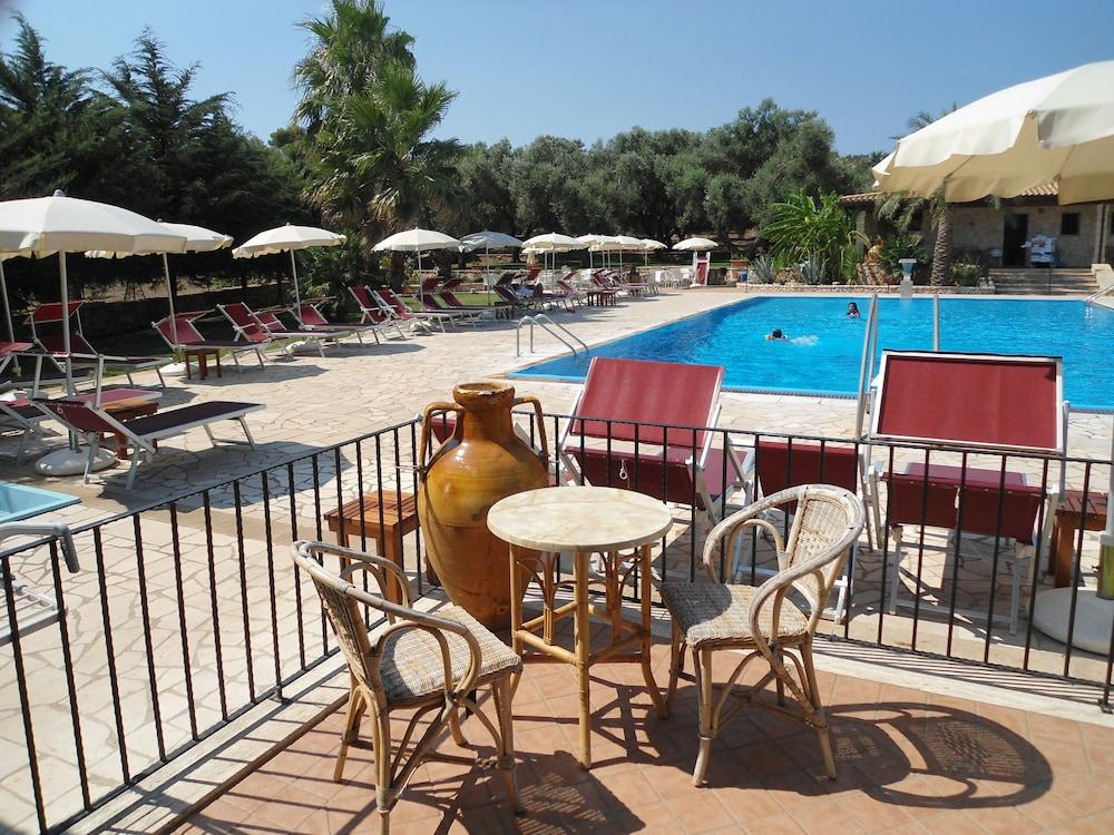 호텔 마세리아 레 파야레(Hotel Masseria Resort Le Pajare) Hotel Image 146 - Poolside Bar