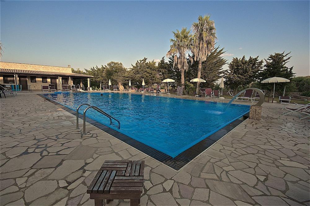 호텔 마세리아 레 파야레(Hotel Masseria Resort Le Pajare) Hotel Image 15 - Pool