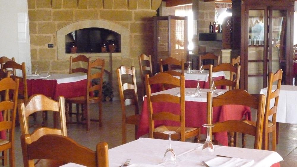 호텔 마세리아 레 파야레(Hotel Masseria Resort Le Pajare) Hotel Image 127 - Restaurant