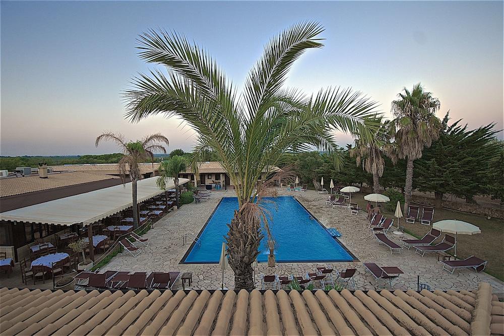 호텔 마세리아 레 파야레(Hotel Masseria Resort Le Pajare) Hotel Image 11 - Pool