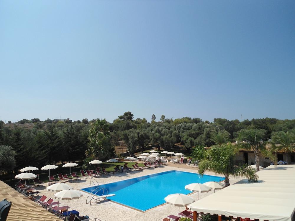 호텔 마세리아 레 파야레(Hotel Masseria Resort Le Pajare) Hotel Image 119 - Rooftop Pool