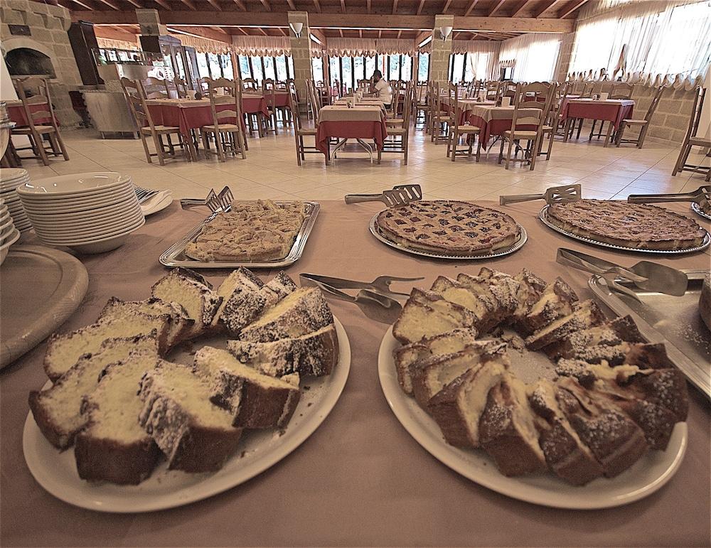 호텔 마세리아 레 파야레(Hotel Masseria Resort Le Pajare) Hotel Image 139 - Food Court