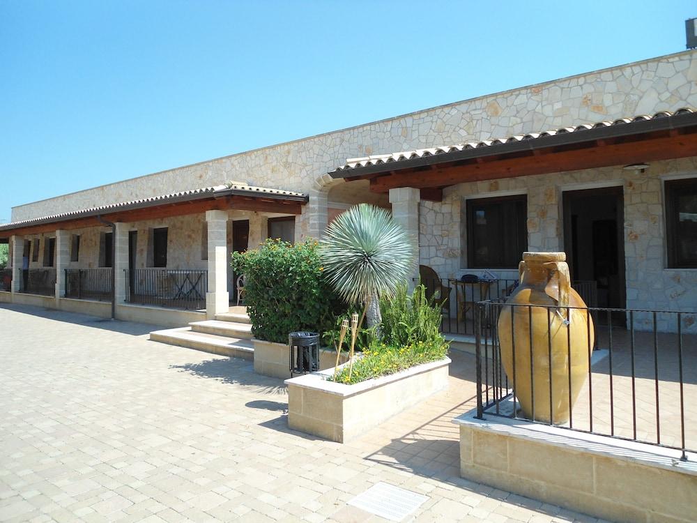 호텔 마세리아 레 파야레(Hotel Masseria Resort Le Pajare) Hotel Image 158 - Porch