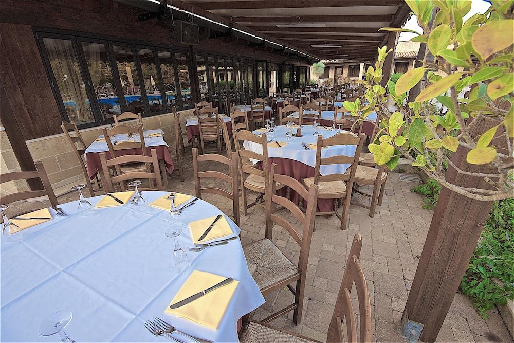 호텔 마세리아 레 파야레(Hotel Masseria Resort Le Pajare) Hotel Image 140 - Food Court