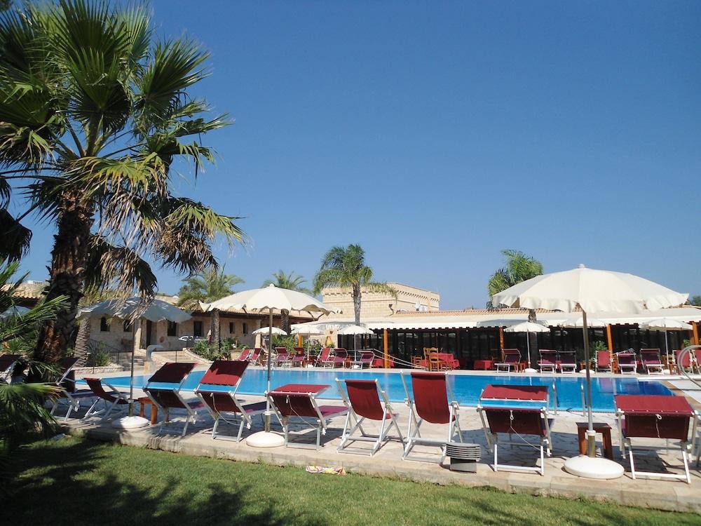 호텔 마세리아 레 파야레(Hotel Masseria Resort Le Pajare) Hotel Image 109 - Outdoor Pool