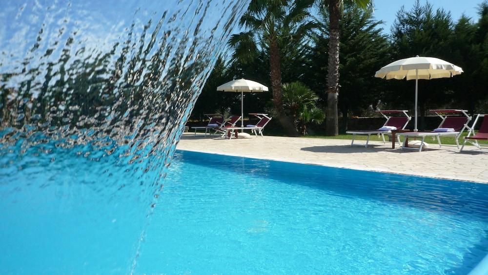 호텔 마세리아 레 파야레(Hotel Masseria Resort Le Pajare) Hotel Image 104 - Outdoor Pool