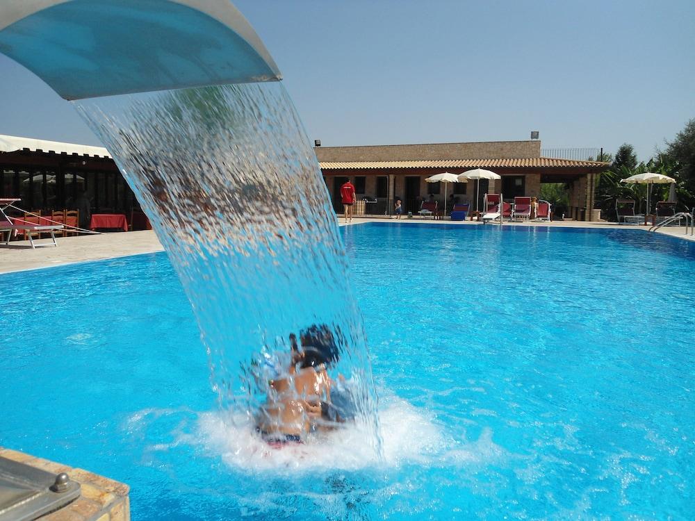호텔 마세리아 레 파야레(Hotel Masseria Resort Le Pajare) Hotel Image 115 - Pool Waterfall