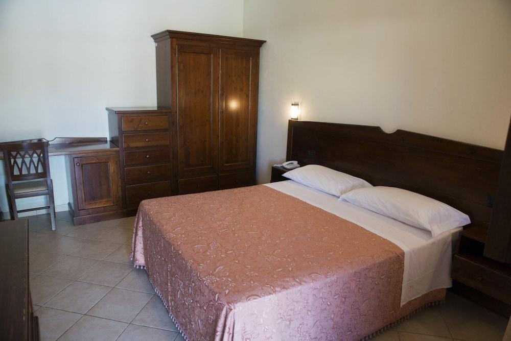 호텔 마세리아 레 파야레(Hotel Masseria Resort Le Pajare) Hotel Image 42 - Guestroom