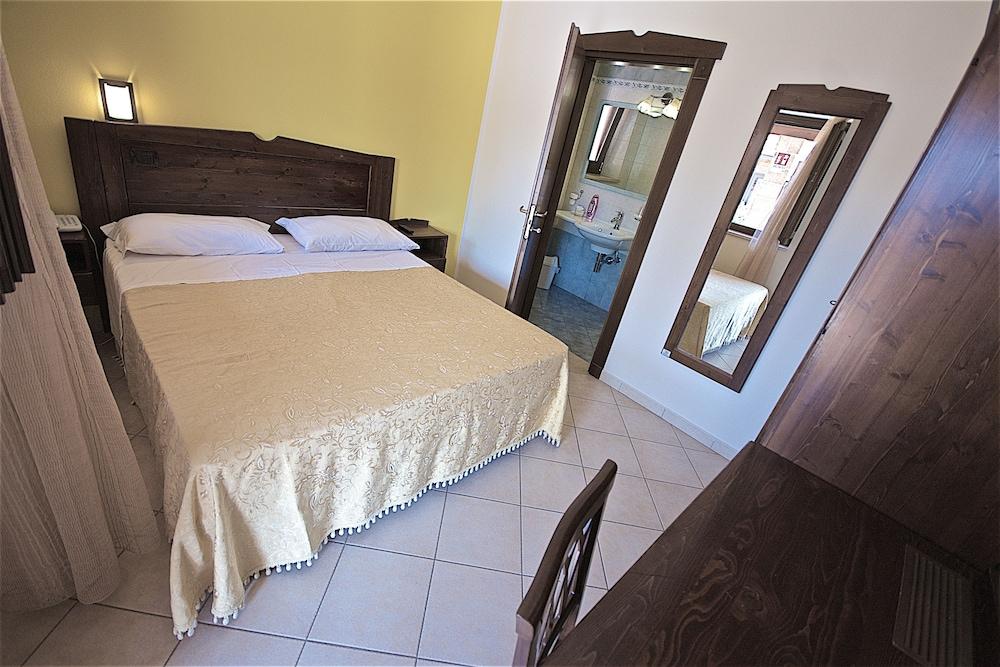 호텔 마세리아 레 파야레(Hotel Masseria Resort Le Pajare) Hotel Image 63 - Guestroom