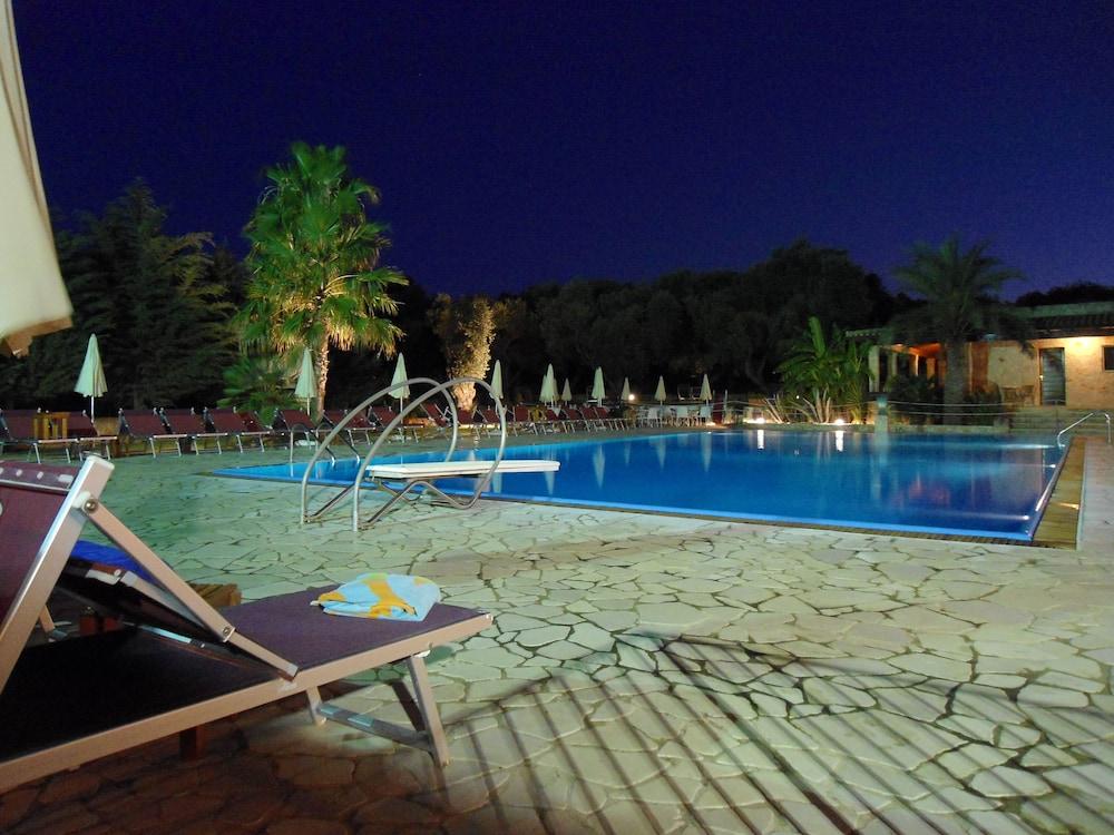 호텔 마세리아 레 파야레(Hotel Masseria Resort Le Pajare) Hotel Image 110 - Outdoor Pool