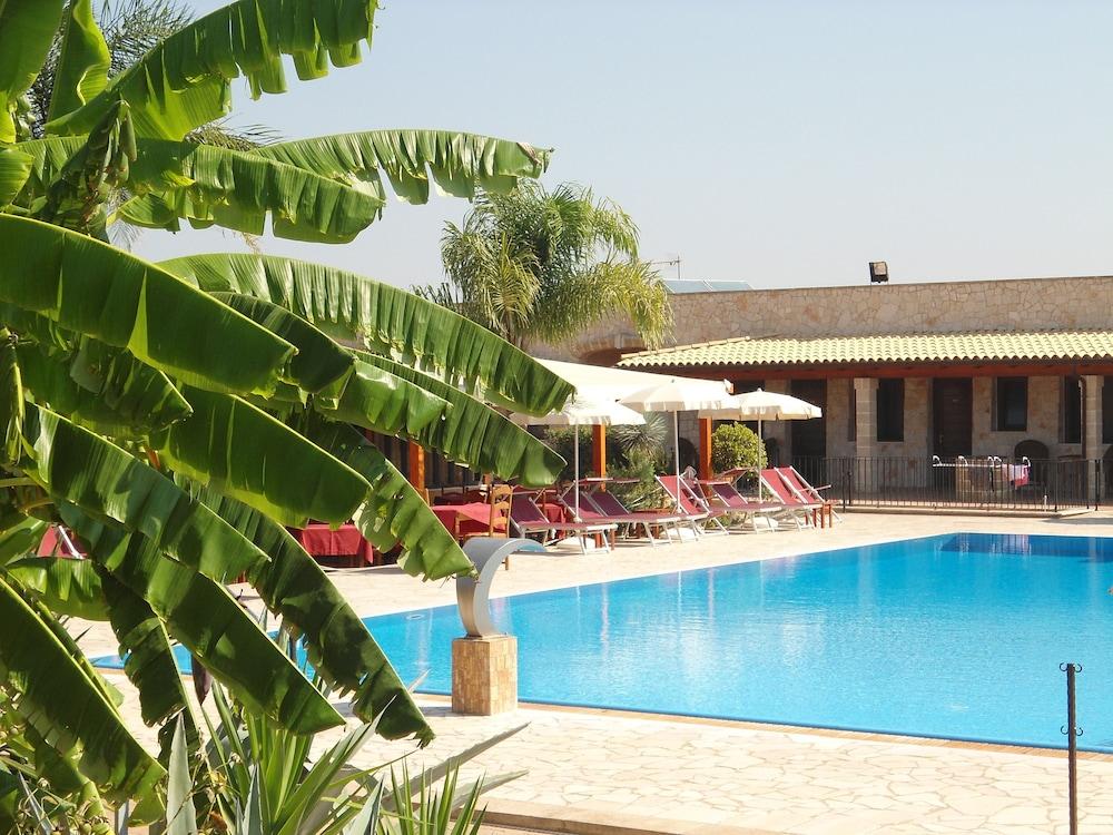 호텔 마세리아 레 파야레(Hotel Masseria Resort Le Pajare) Hotel Image 162 - Sundeck