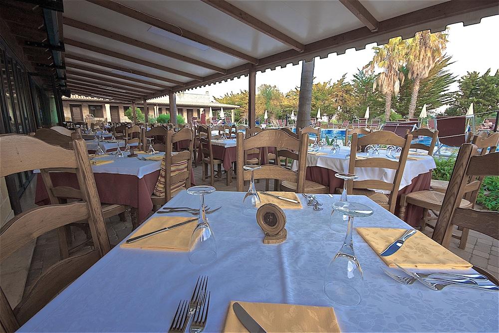 호텔 마세리아 레 파야레(Hotel Masseria Resort Le Pajare) Hotel Image 143 - Food Court