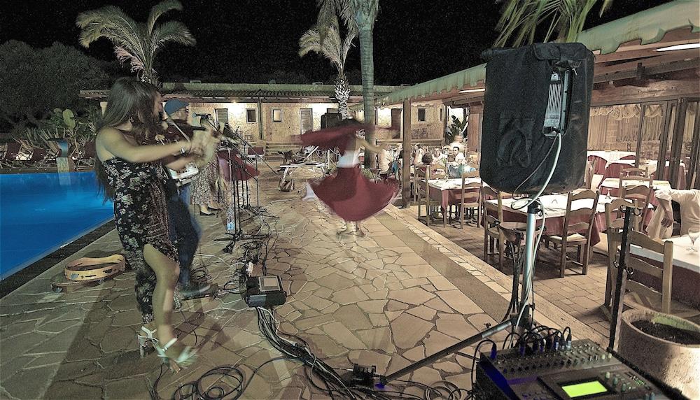 호텔 마세리아 레 파야레(Hotel Masseria Resort Le Pajare) Hotel Image 161 - Porch