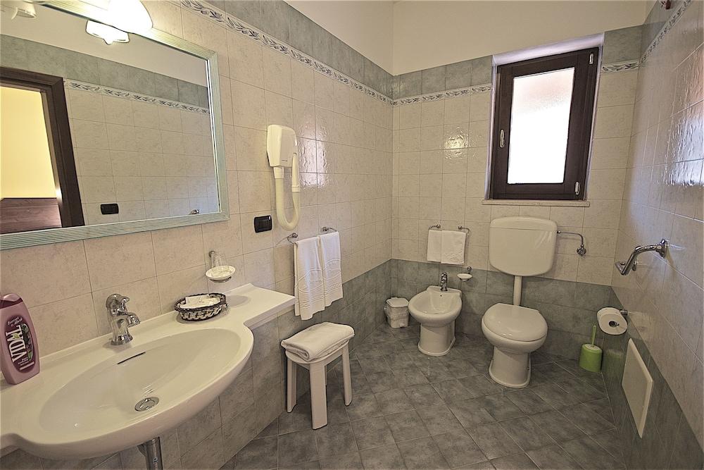 호텔 마세리아 레 파야레(Hotel Masseria Resort Le Pajare) Hotel Image 172 - Bathroom