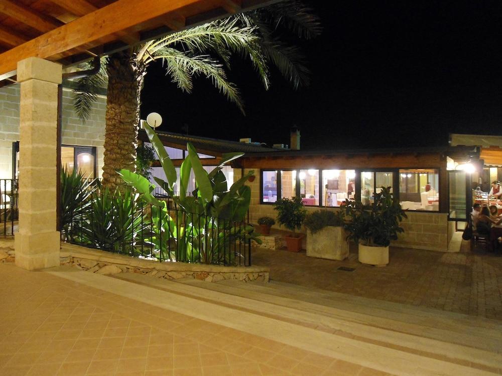 호텔 마세리아 레 파야레(Hotel Masseria Resort Le Pajare) Hotel Image 156 - Terrace/Patio