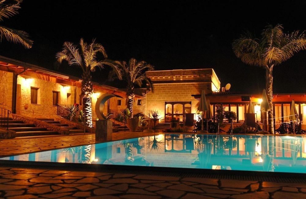 호텔 마세리아 레 파야레(Hotel Masseria Resort Le Pajare) Hotel Image 112 - Outdoor Pool