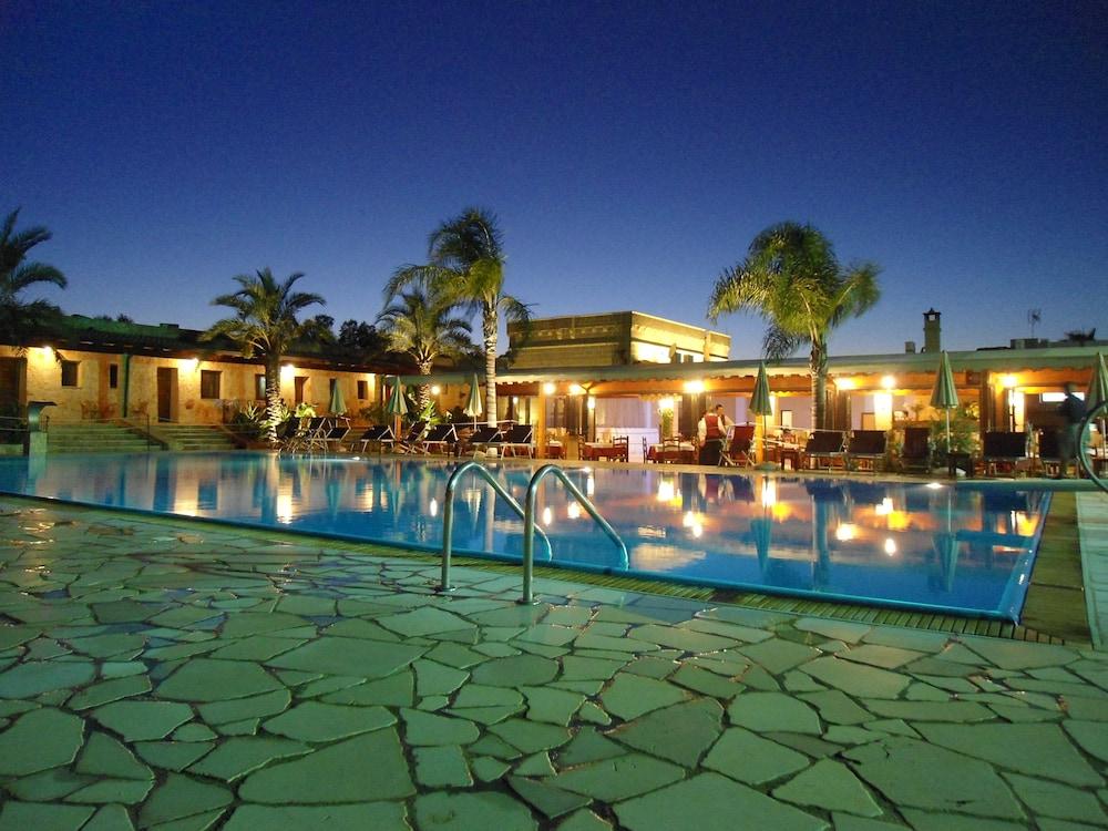 호텔 마세리아 레 파야레(Hotel Masseria Resort Le Pajare) Hotel Image 113 - Outdoor Pool