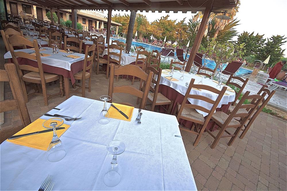 호텔 마세리아 레 파야레(Hotel Masseria Resort Le Pajare) Hotel Image 144 - Food Court