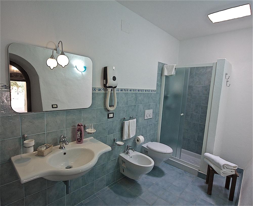 호텔 마세리아 레 파야레(Hotel Masseria Resort Le Pajare) Hotel Image 87 - Bathroom