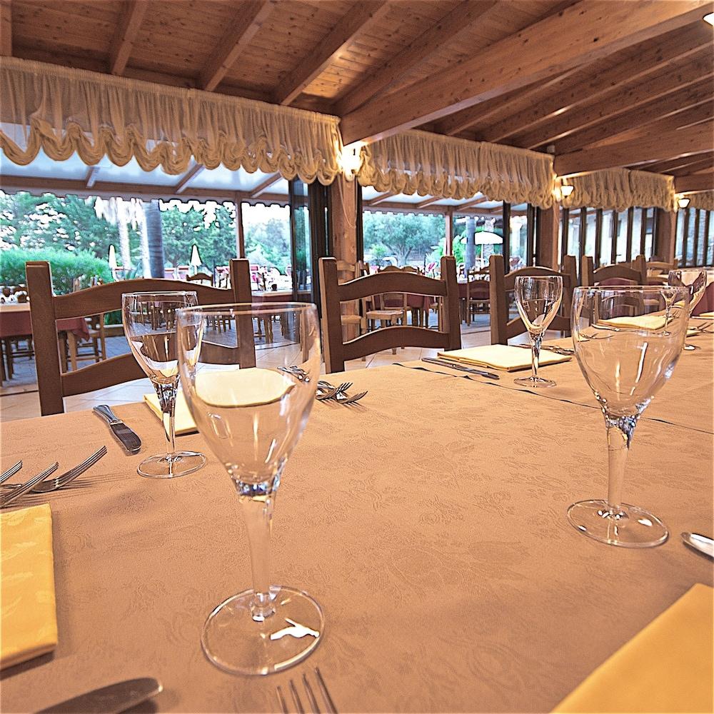 호텔 마세리아 레 파야레(Hotel Masseria Resort Le Pajare) Hotel Image 145 - Food Court