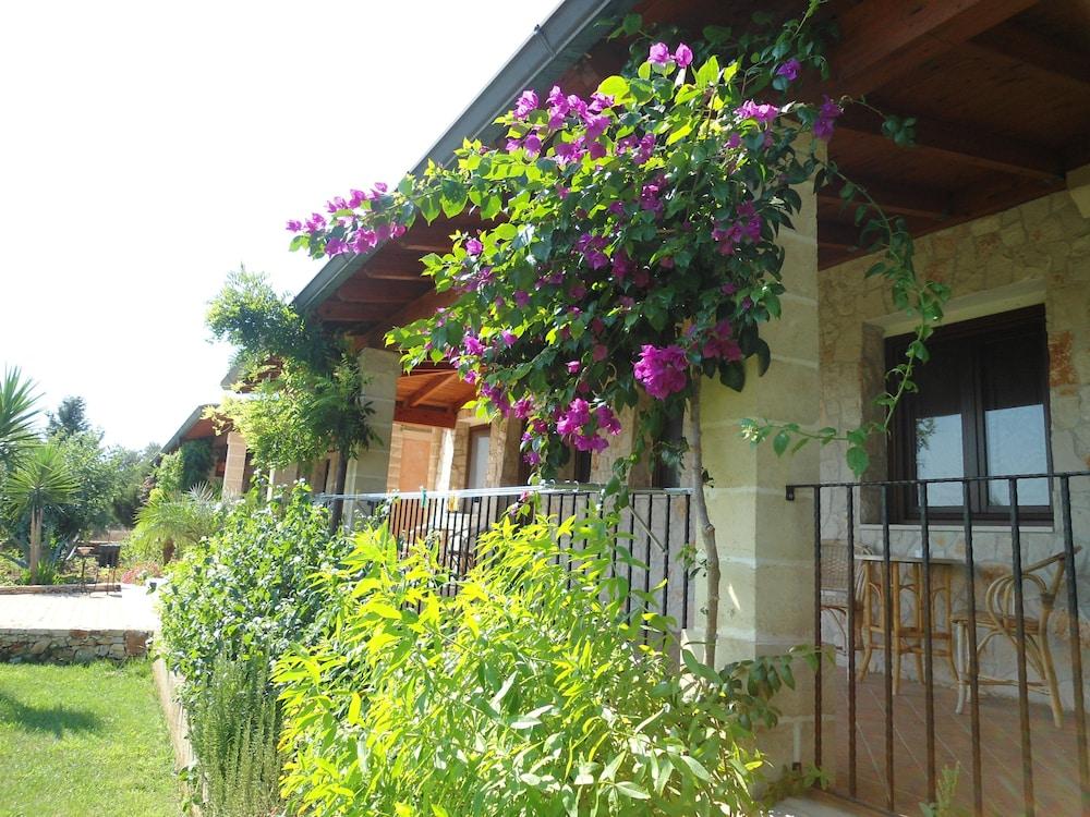 호텔 마세리아 레 파야레(Hotel Masseria Resort Le Pajare) Hotel Image 157 - Porch