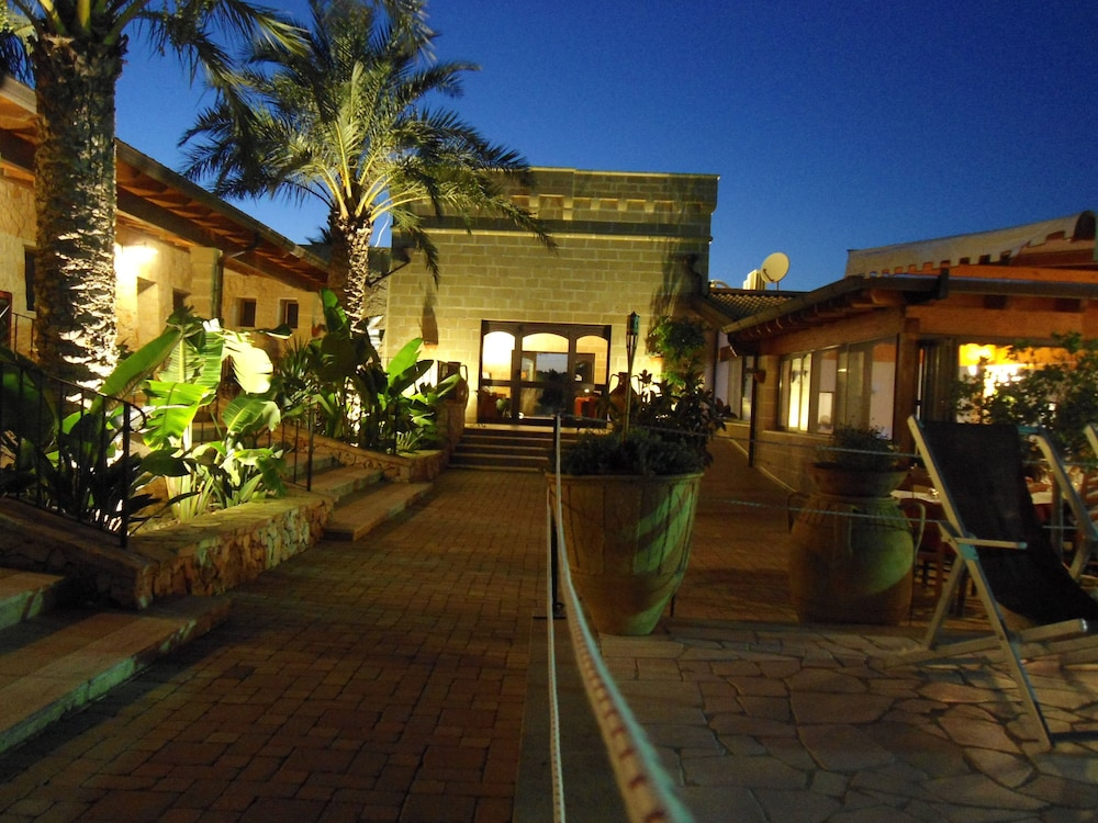 호텔 마세리아 레 파야레(Hotel Masseria Resort Le Pajare) Hotel Image 90 - Interior Entrance