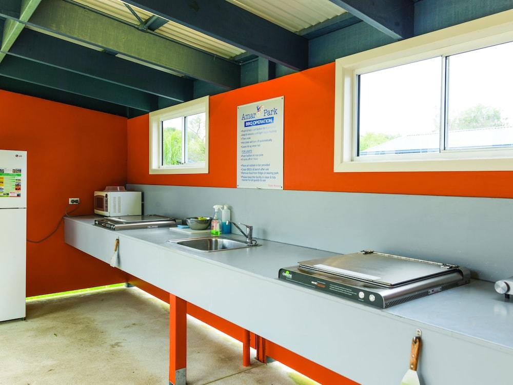 아마루 홀리데이 파크(Amaroo Holiday Park) Hotel Image 33 - In-Room Kitchen