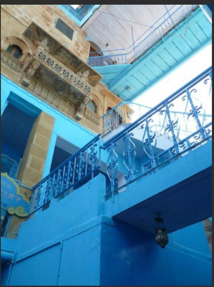 블루 하우스, 올디스트 게스트 하우스(The Blue House, Oldest Guest House) Hotel Image 52 - Hotel Front - Evening/Night