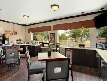 수퍼 8 바이 윈덤 맨스필드 루이지애나(Super 8 by Wyndham Mansfield LA) Hotel Image 13 - Breakfast Area