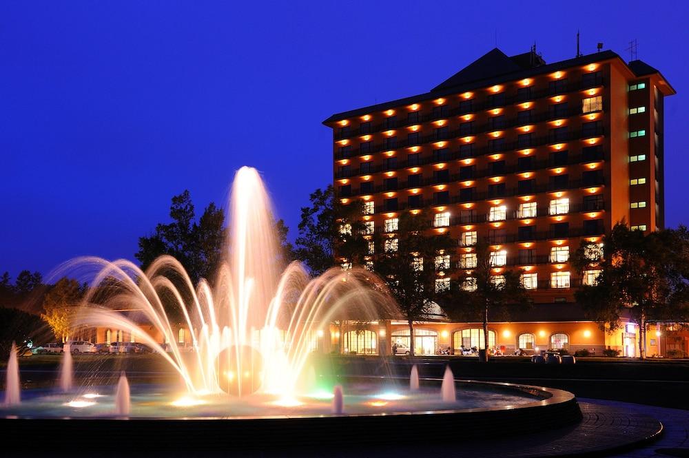 도카치-마쿠베츠 그랜드브리오 호텔 - 루트-인 호텔 -(Tokachi-Makubetsu Grandvrio Hotel - ROUTE-INN HOTELS -) Hotel Image 52 - Hotel Front - Evening/Night