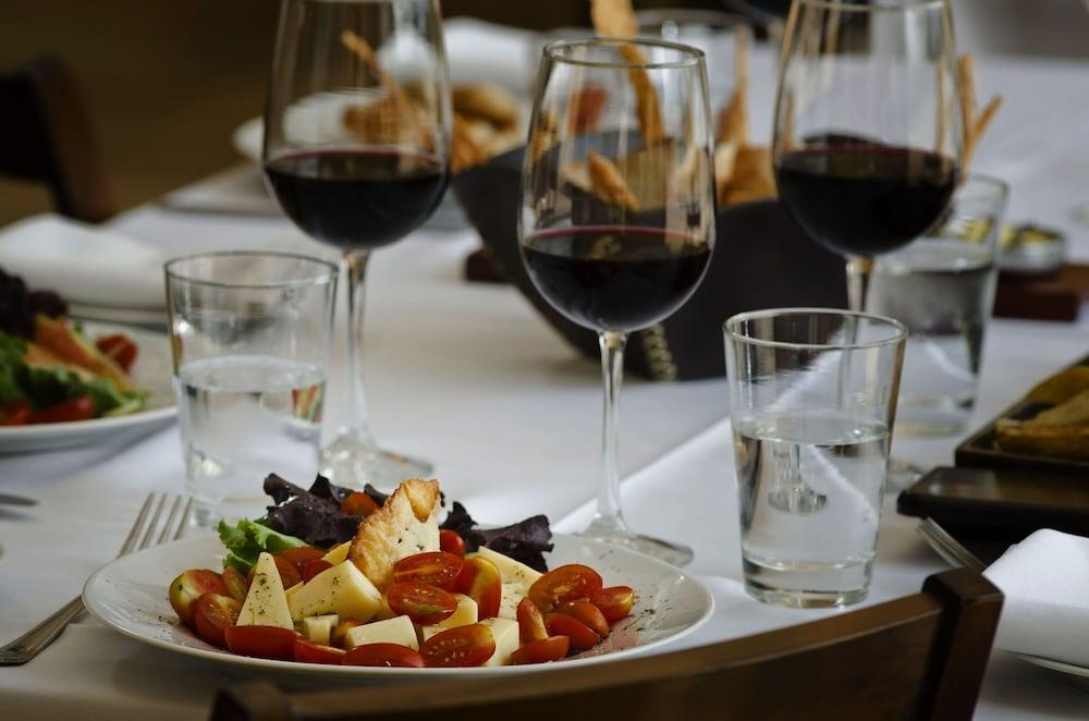 푸엔테 마요르 호텔 앤드 리조트(Fuente Mayor Hotel And Resort) Hotel Image 22 - Food and Drink