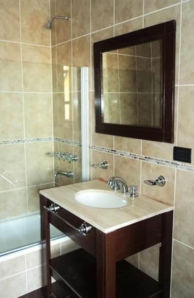 푸엔테 마요르 호텔 앤드 리조트(Fuente Mayor Hotel And Resort) Hotel Image 9 - Bathroom