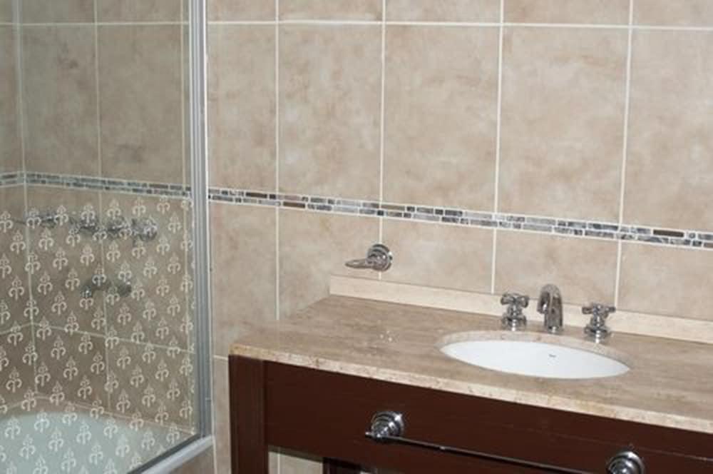 푸엔테 마요르 호텔 앤드 리조트(Fuente Mayor Hotel And Resort) Hotel Image 10 - Bathroom
