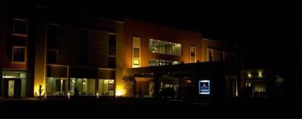 푸엔테 마요르 호텔 앤드 리조트(Fuente Mayor Hotel And Resort) Hotel Image 33 - Hotel Front - Evening/Night