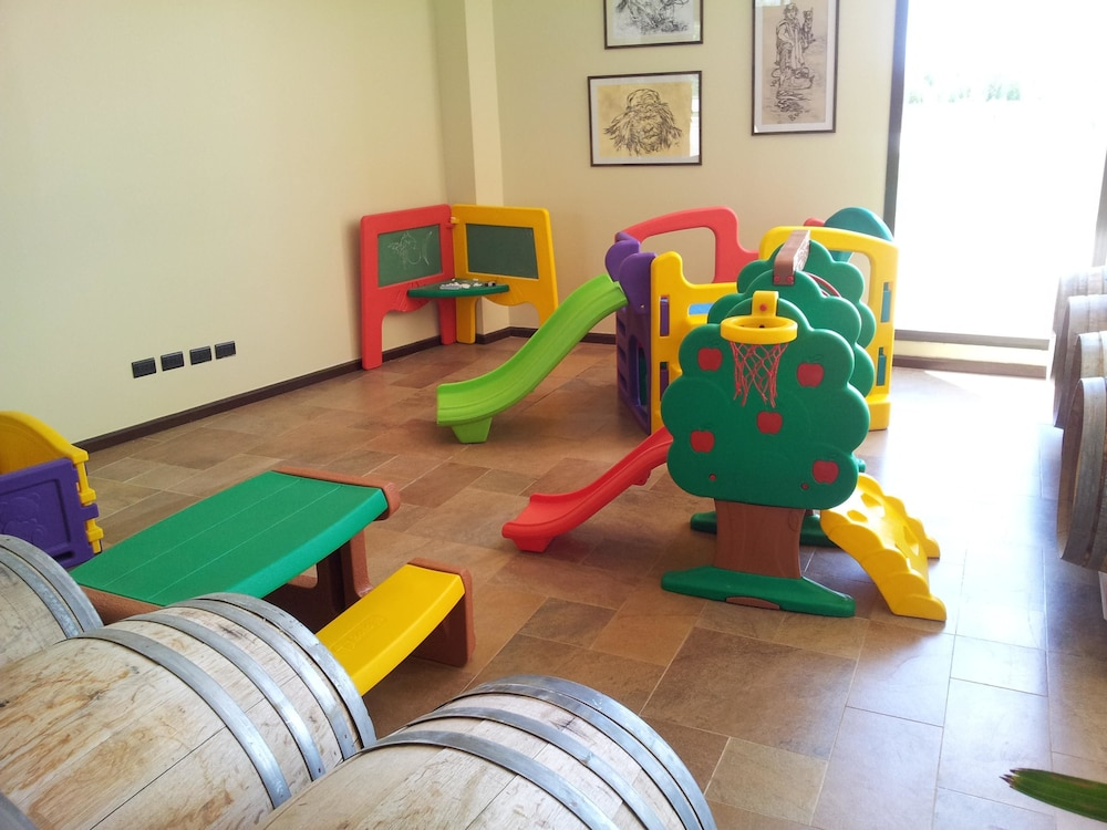 푸엔테 마요르 호텔 앤드 리조트(Fuente Mayor Hotel And Resort) Hotel Image 16 - Childrens Play Area - Indoor
