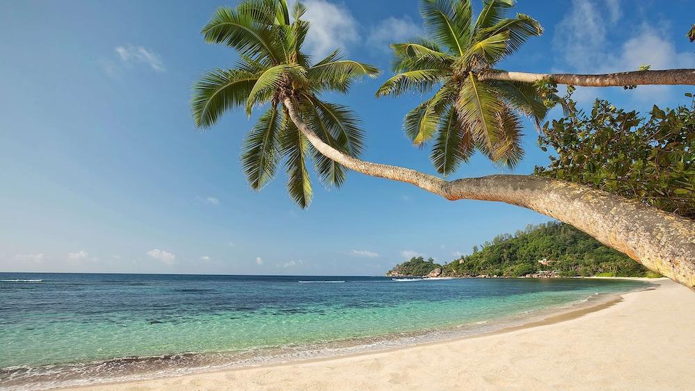 https://i.travelapi.com/hotels/5000000/4670000/4663300/4663247/1a1953db_z.jpg