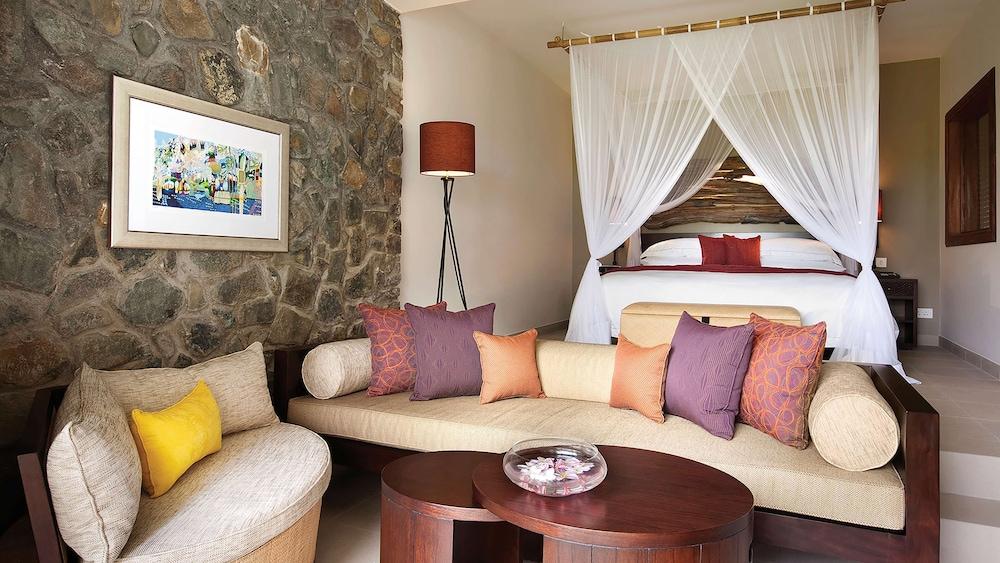 https://i.travelapi.com/hotels/5000000/4670000/4663300/4663247/81a0f5c5_z.jpg