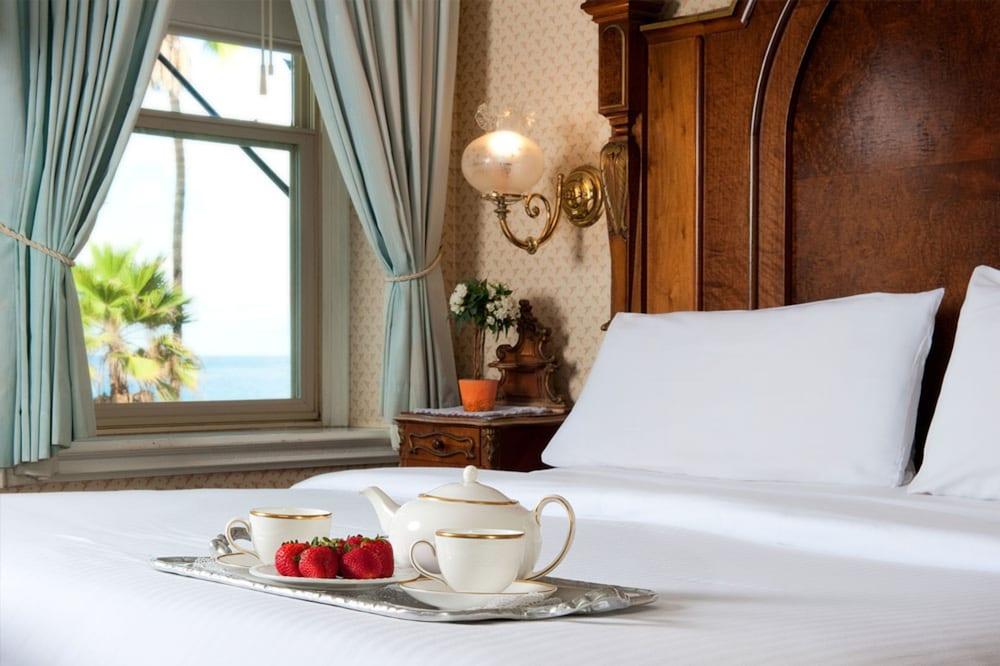 도리만스 오션프런트 인(Dorymans Oceanfront Inn) Hotel Image 18 - Room Service - Dining
