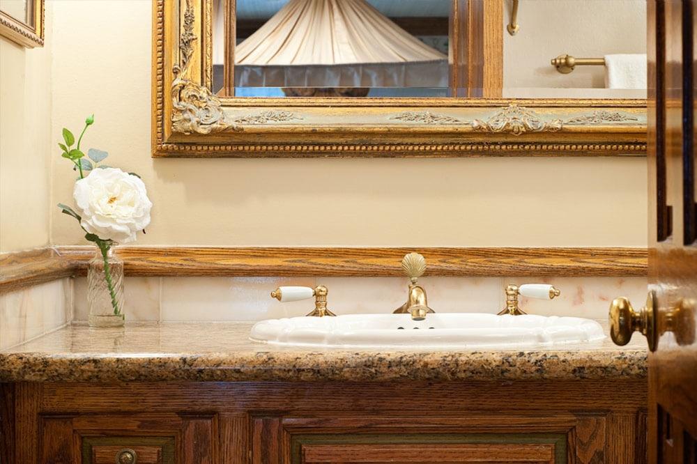 도리만스 오션프런트 인(Dorymans Oceanfront Inn) Hotel Image 20 - Bathroom Sink