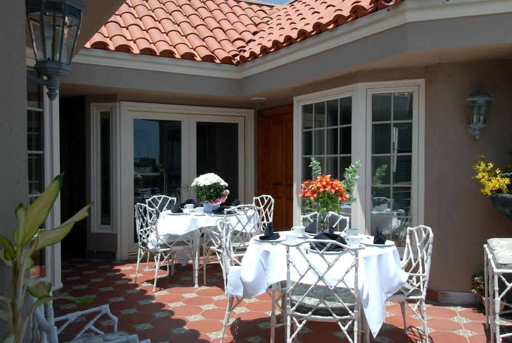 도리만스 오션프런트 인(Dorymans Oceanfront Inn) Hotel Image 31 - Terrace/Patio