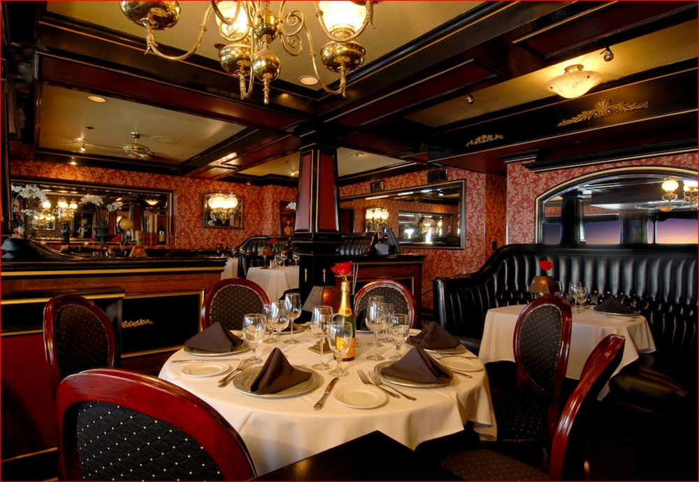 도리만스 오션프런트 인(Dorymans Oceanfront Inn) Hotel Image 23 - Restaurant
